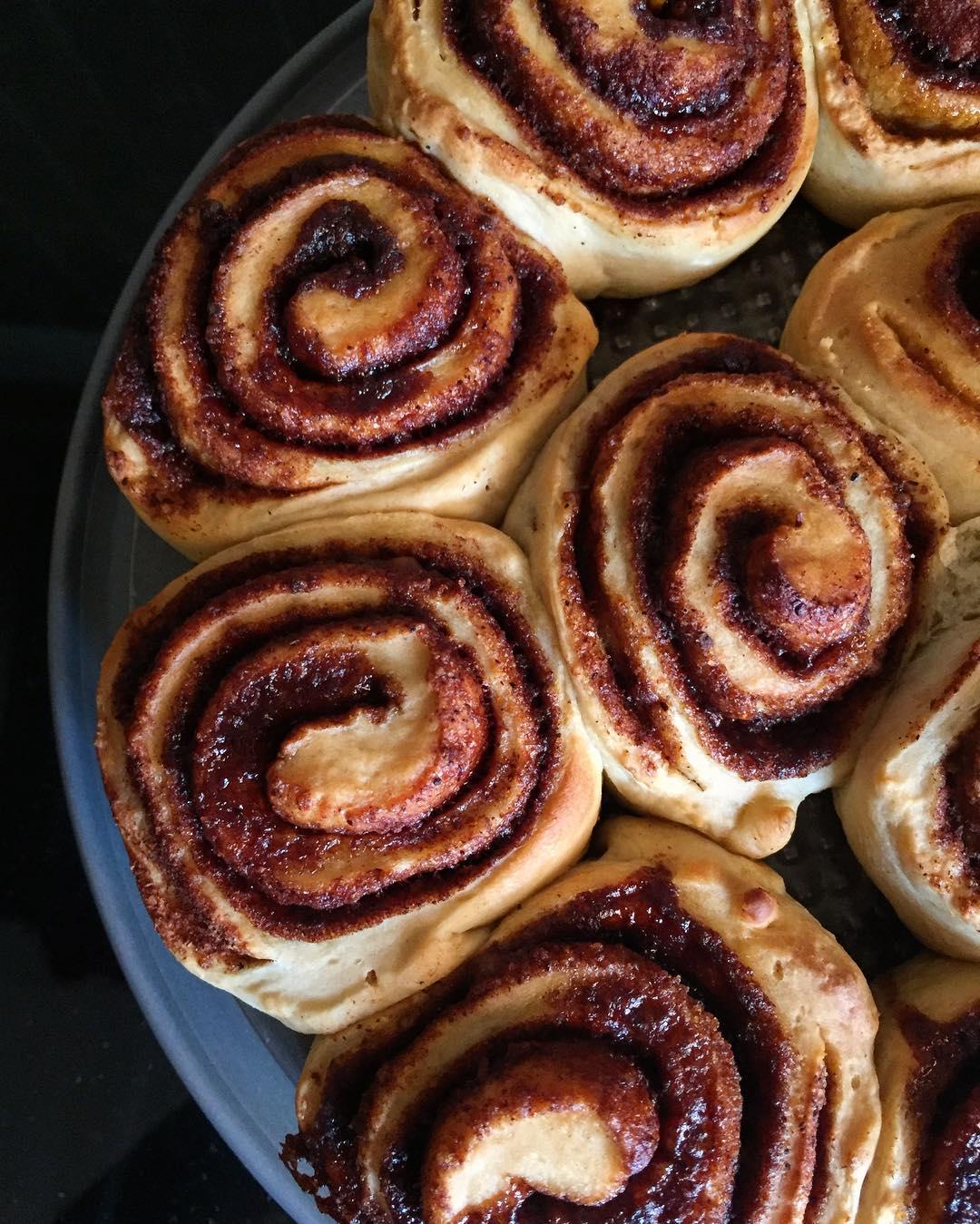 healthy classic cinnamon rolls by @yuvfit