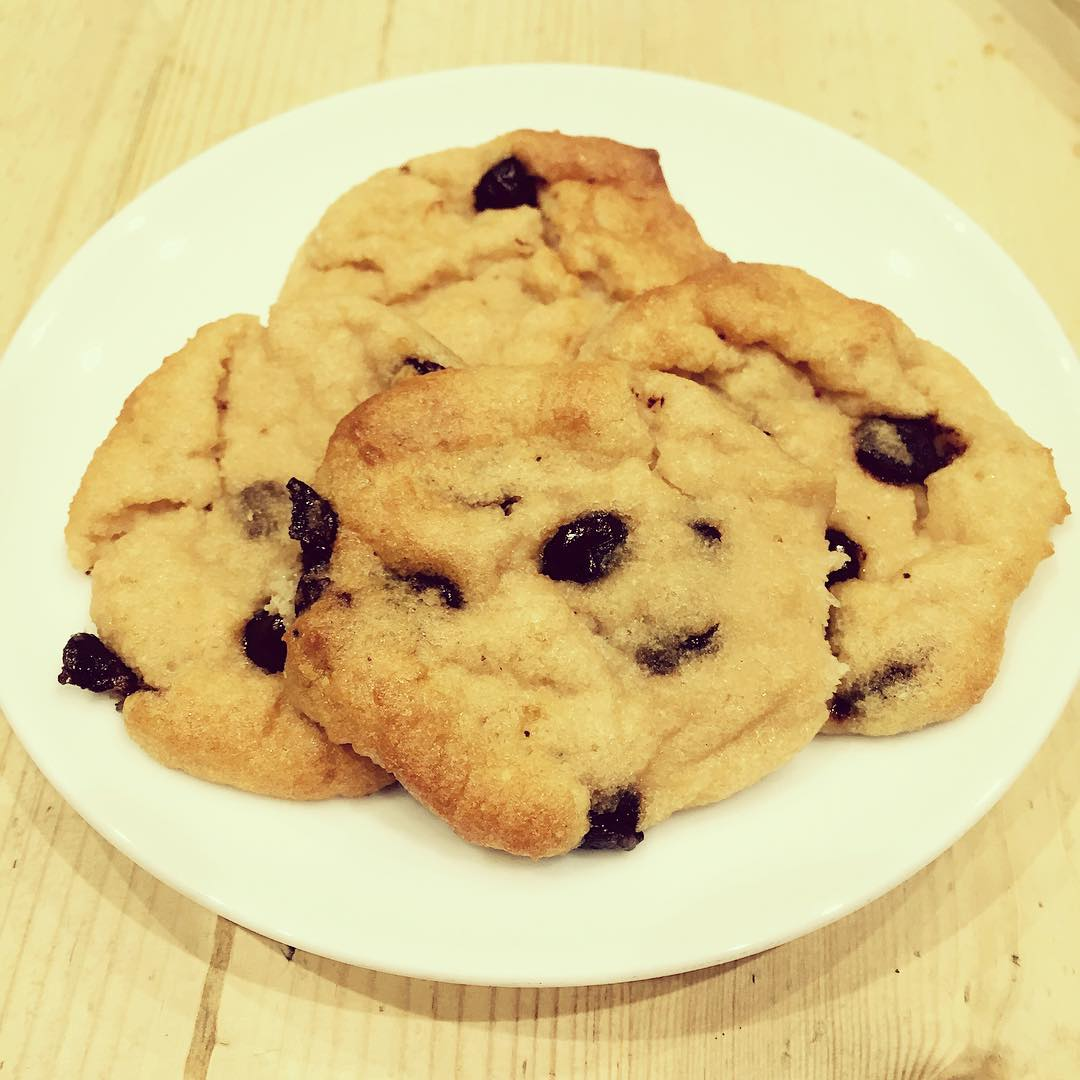 coconut flour chocolate chip cookies by @leishabee93