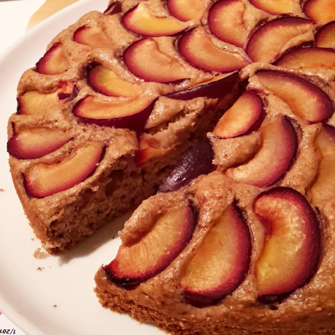 simple cinnamon apple cake {with plums instead!} by @claras_keksfabrik