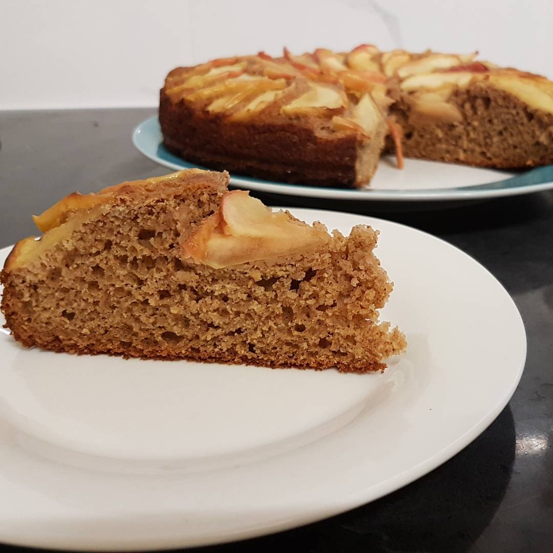 simple cinnamon apple cake by @phurrell85