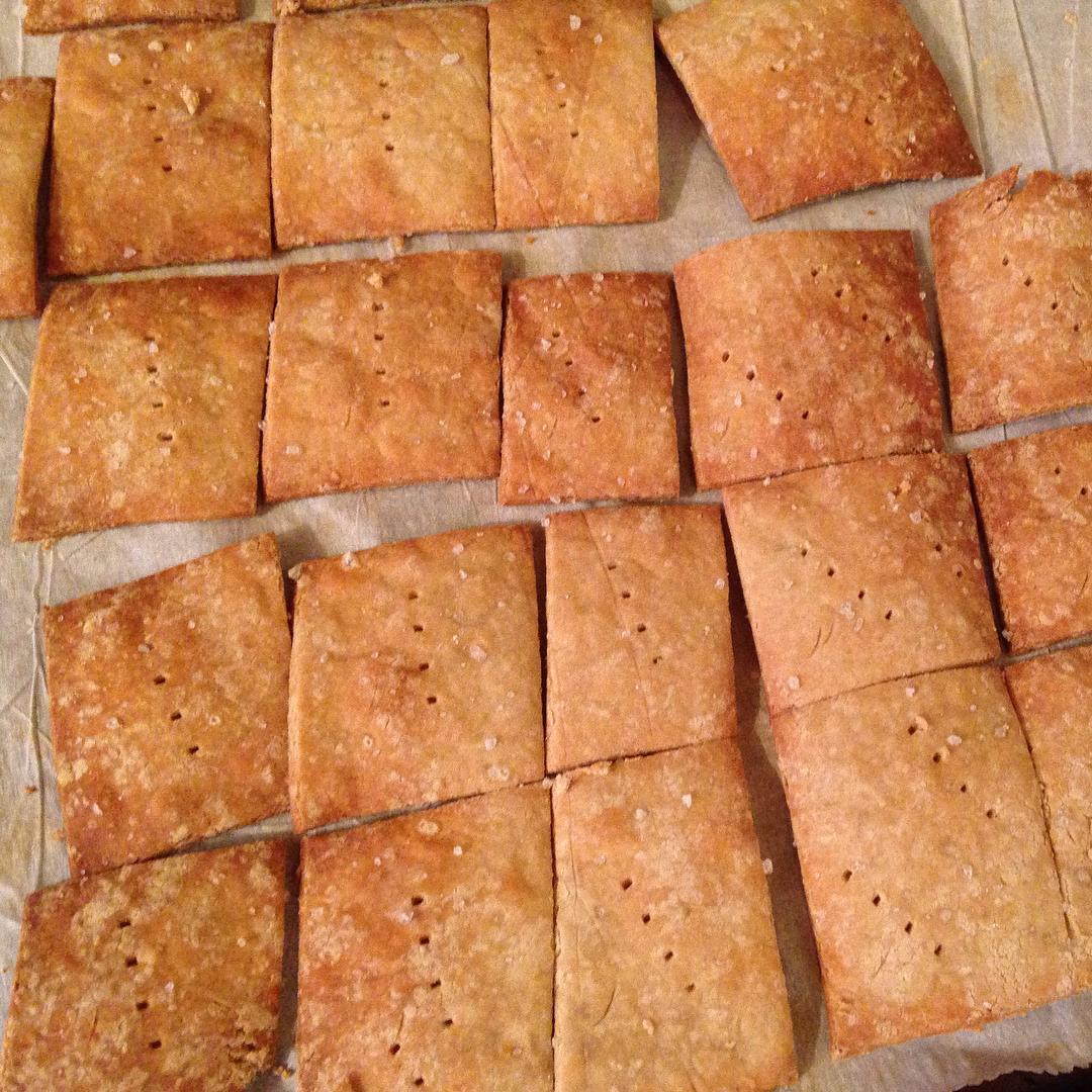 simple quinoa crackers by @cookingforzephy
