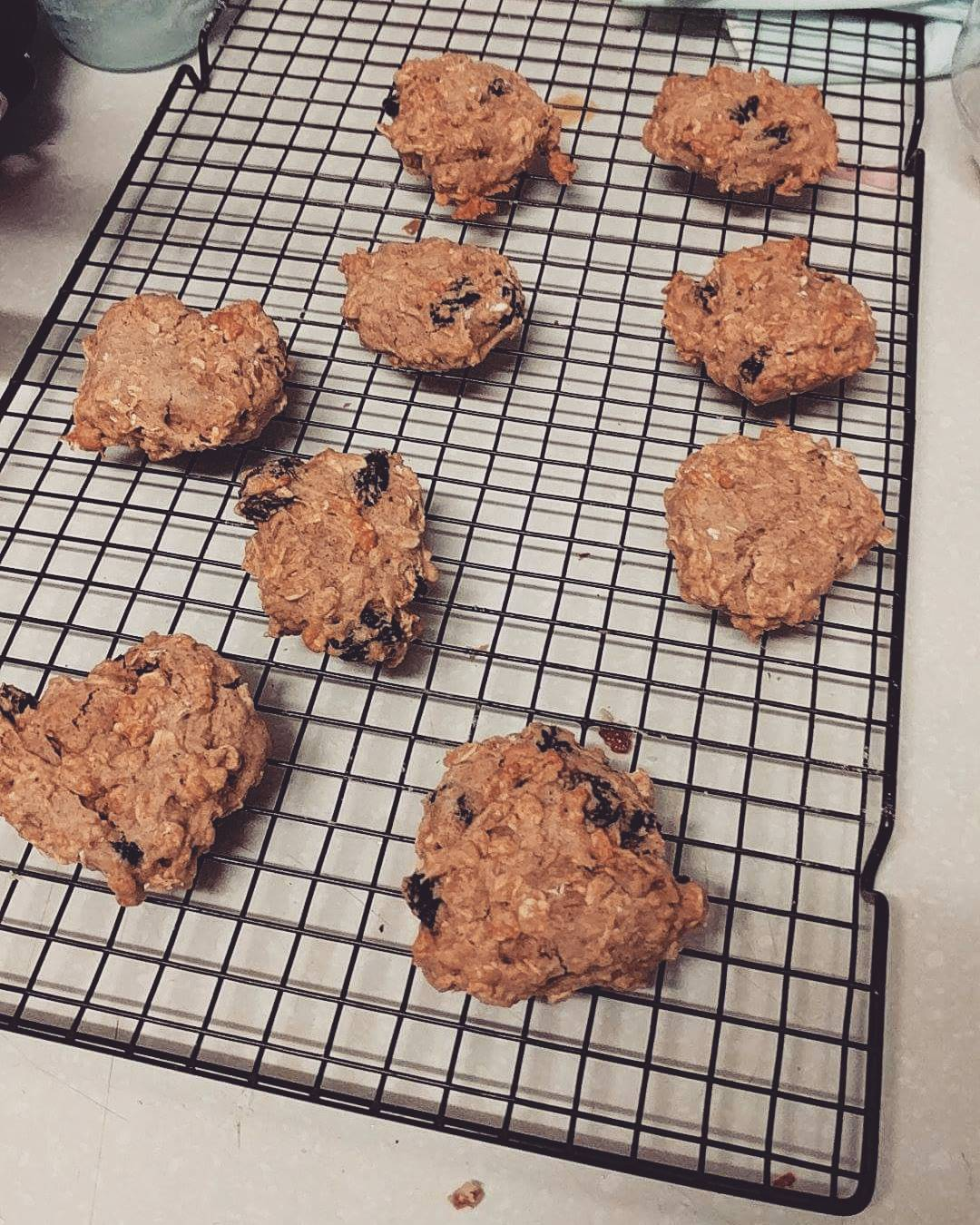the ultimate healthy oatmeal raisin cookies by @tamneariha.martyn