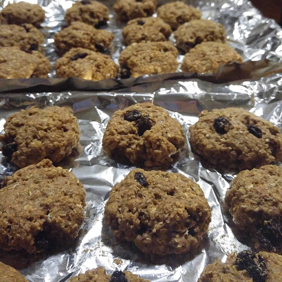the ultimate healthy oatmeal raisin cookies by @thefruitritionist