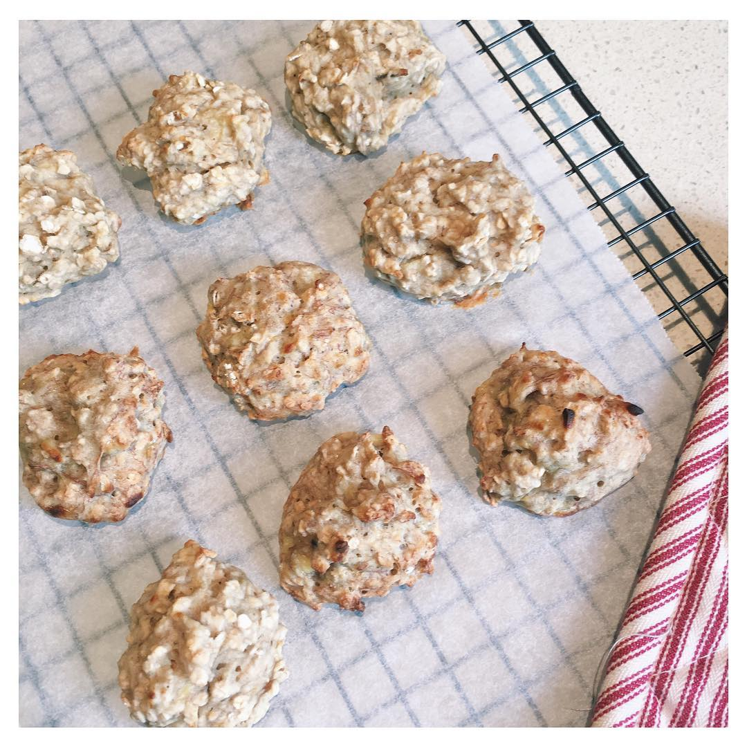 banana breakfast cookies by @fitgirlxlucie