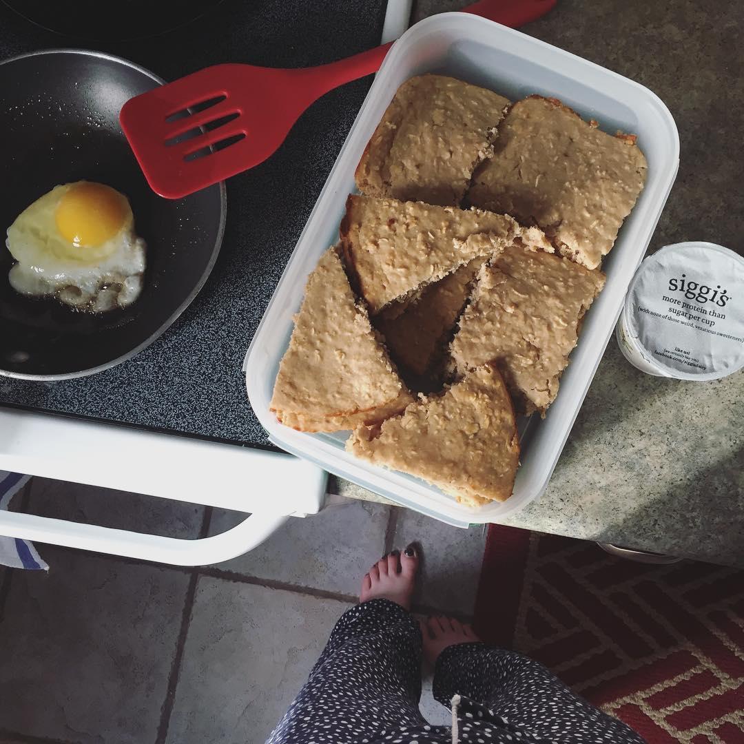 healthy banana oatmeal snack cake by @gracekolbo