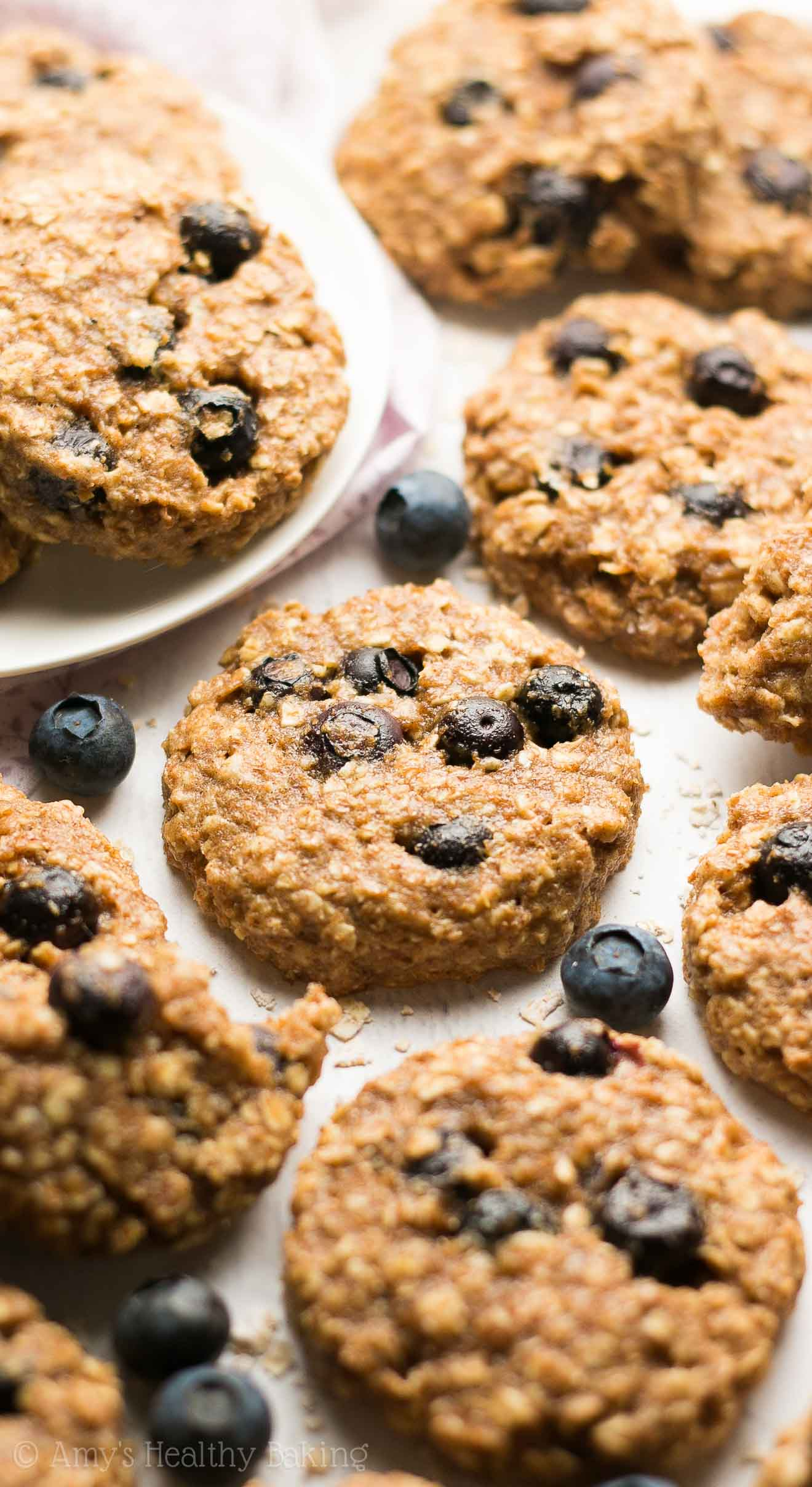 Healthy Blueberry Oatmeal Breakfast Cookies -- only 77 calories! These skinny cookies don't taste healthy at all! Just like regular cookies!