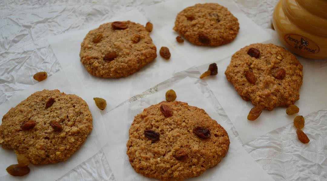 cherry peanut butter oatmeal cookies by @munchkin_eats_healthy
