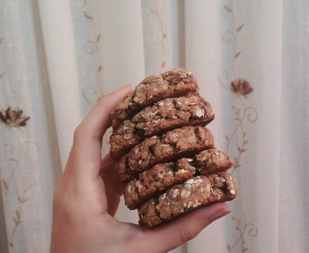 chocolate chip almond butter oatmeal cookies by @iranian_baker