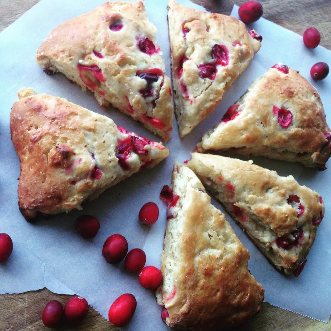 cranberry orange scones by @thecozycakery