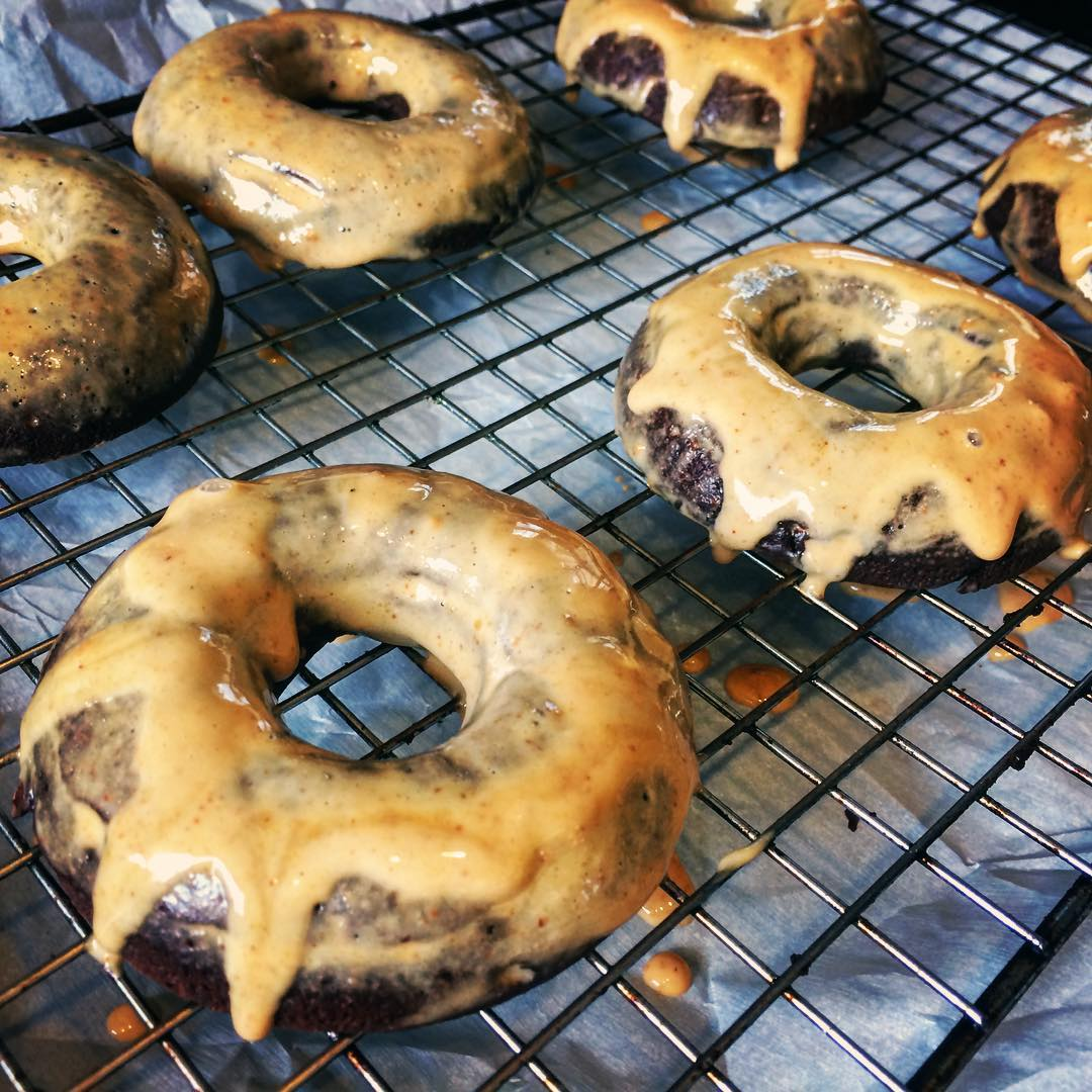 baked dark chocolate peanut butter donuts by @cdam1005
