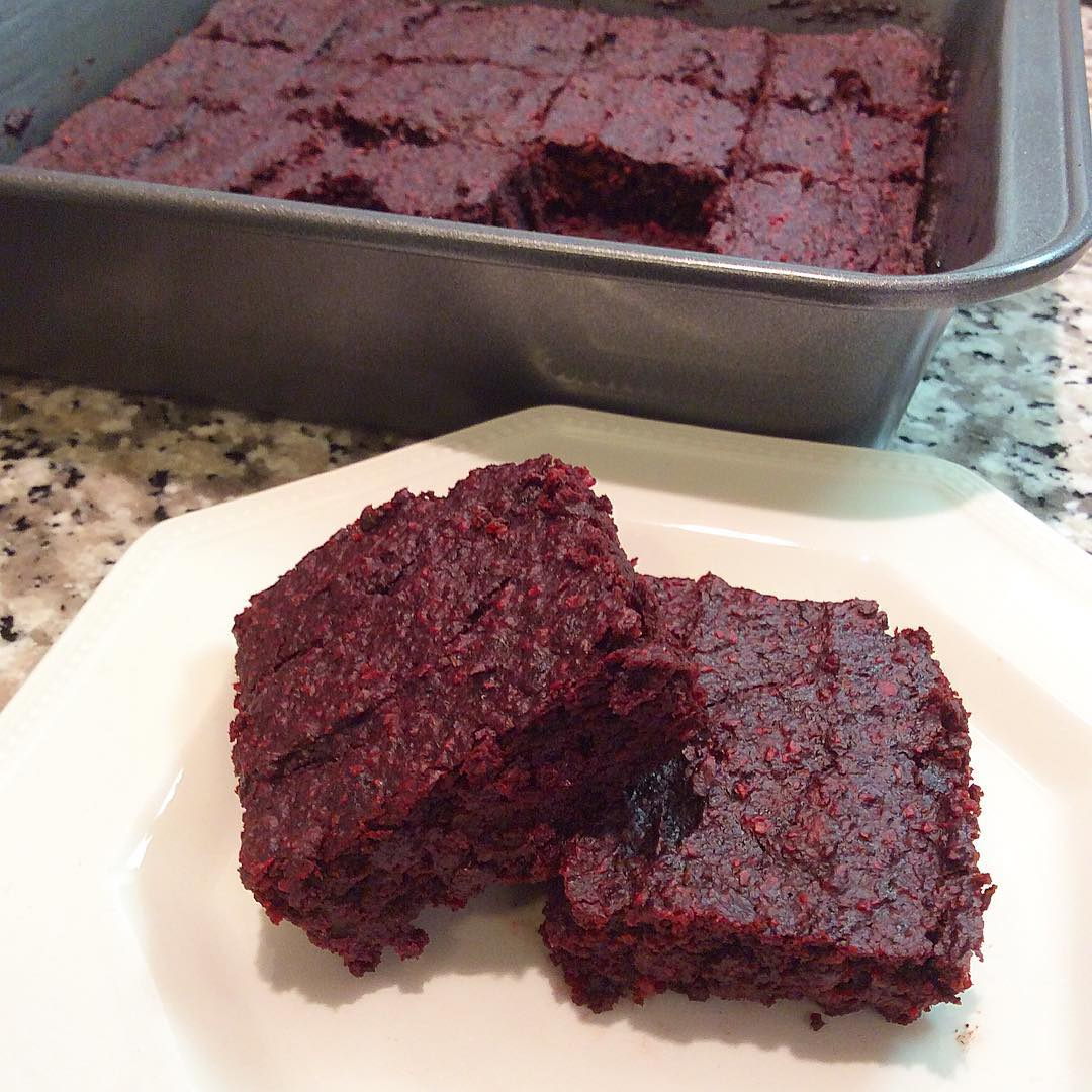 fudgy beet brownies by @daria_plantbasedfood