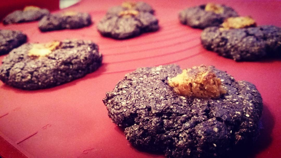 peanut butter cup chocolate cookies by @fitchick2685
