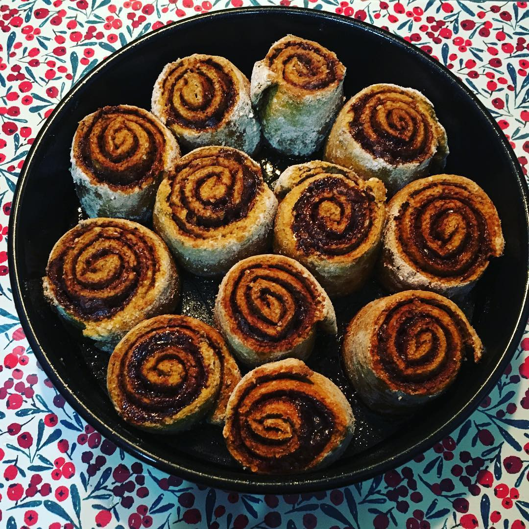 healthy pumpkin cinnamon rolls by @nvouck