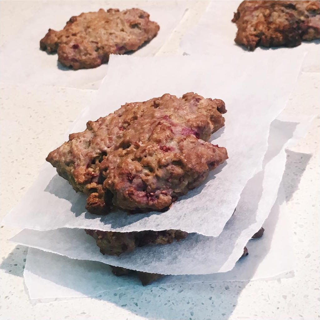 raspberry oatmeal cookies by @fitgirlxlucie