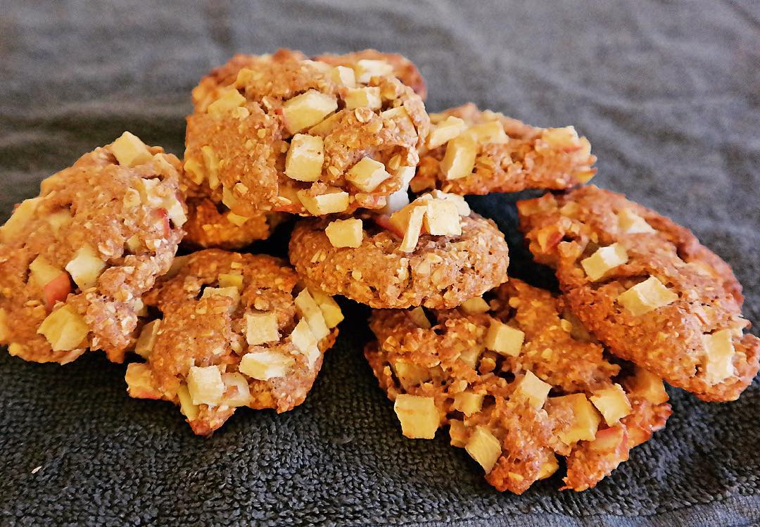 apple pie oatmeal cookies by @eat_healthy_and_lose_weight