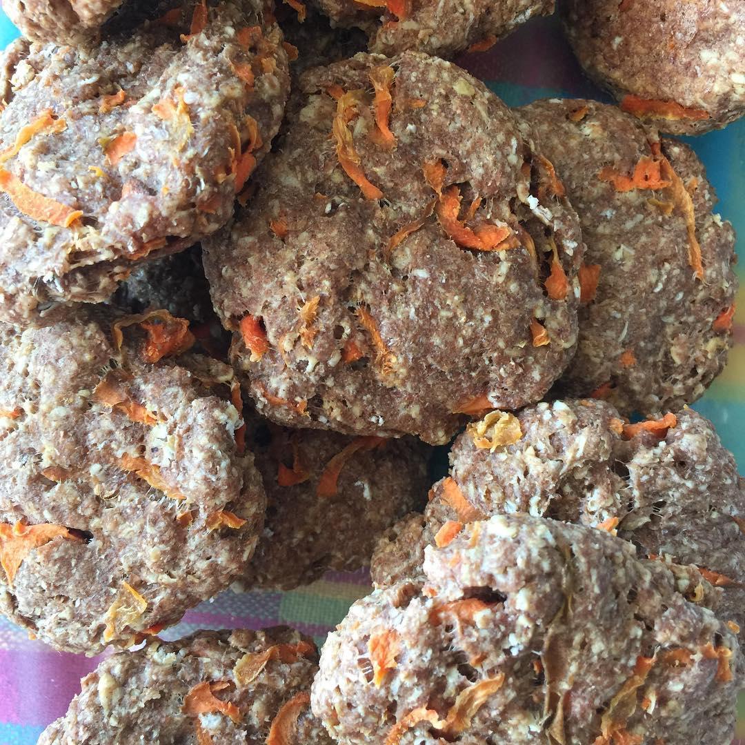 healthy carrot cake oatmeal breakfast cookies by @daniella.rubiano.c
