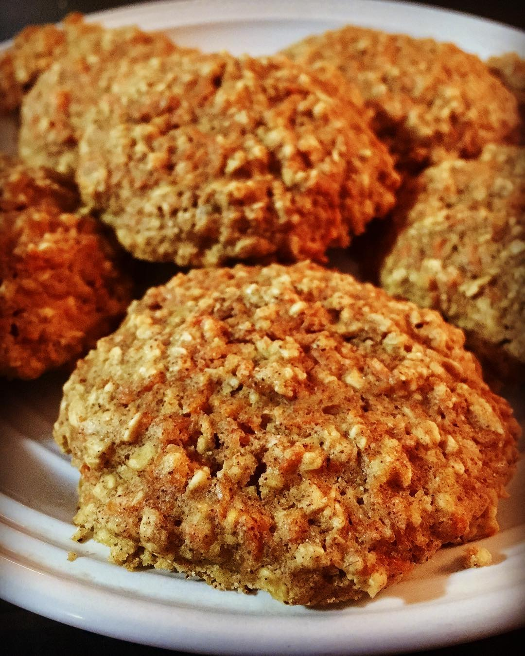 carrot cake oatmeal cookies by @bullfrog_fit