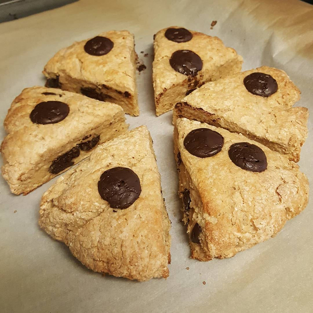 healthy chocolate chip scones by @xer0xing