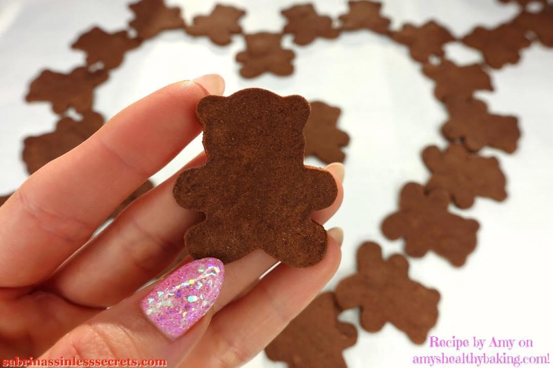 healthy homemade chocolate teddy grahams by @sabrinassinlesssecrets