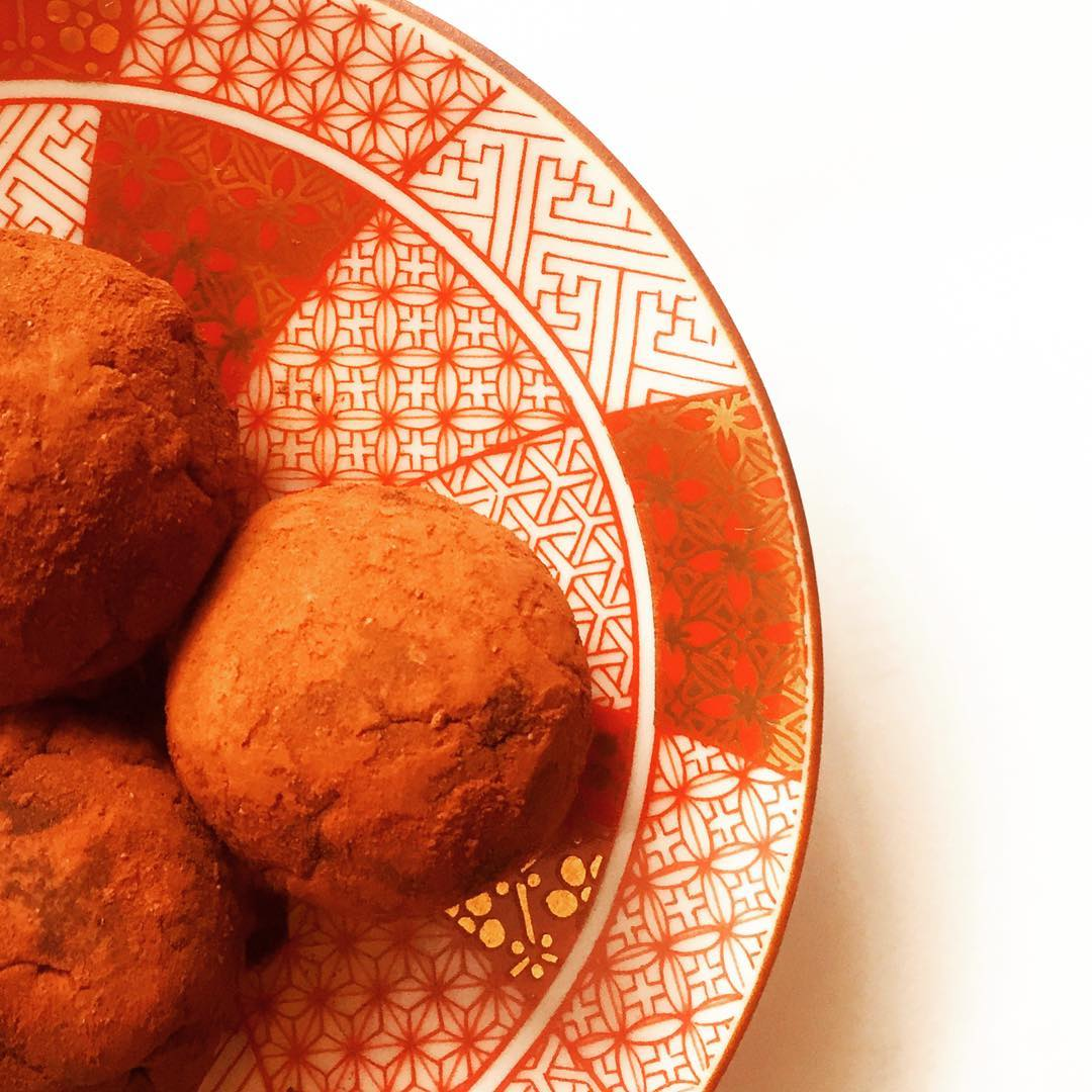 healthy dark chocolate orange truffles by @2happy_tummy5