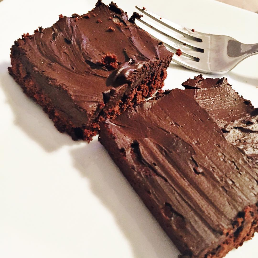 healthy fudgy dark chocolate frosted brownies by @aliciadturner