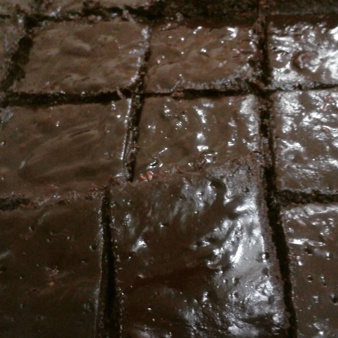 fudgy dark chocolate raspberry brownies by @kinnymk.lau