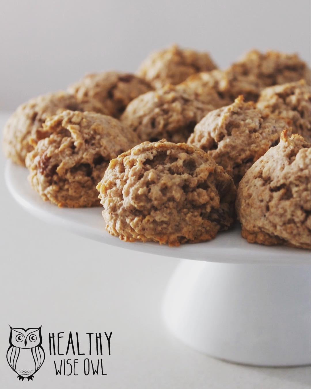 healthy oatmeal raisin breakfast cookies by @healthywiseowl