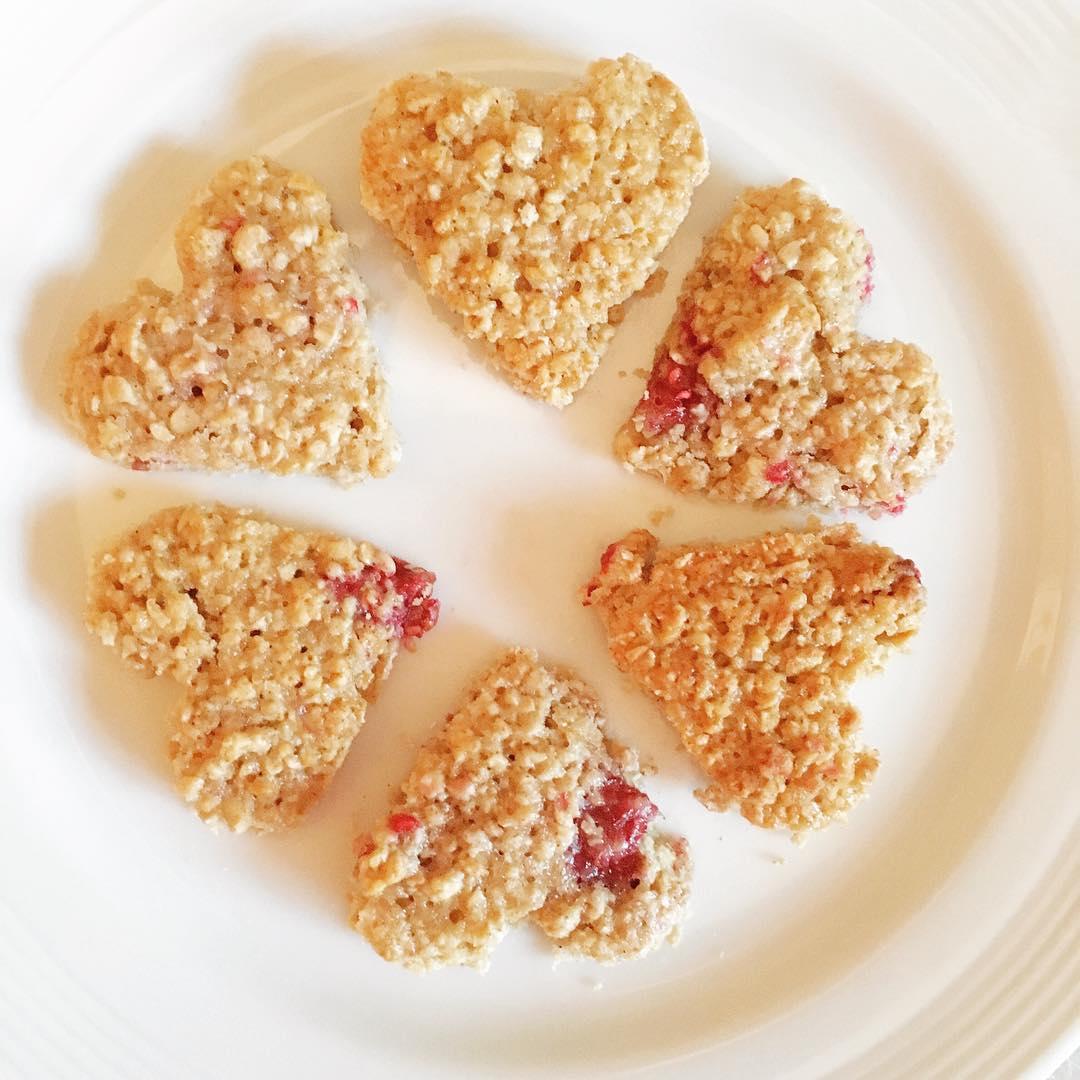 raspberry oatmeal cookies by @fionafarina