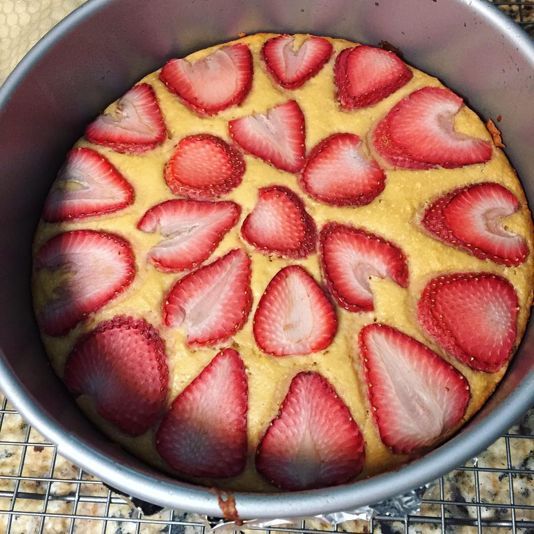 simple strawberry lemon cake by @veggiesinmykitchen