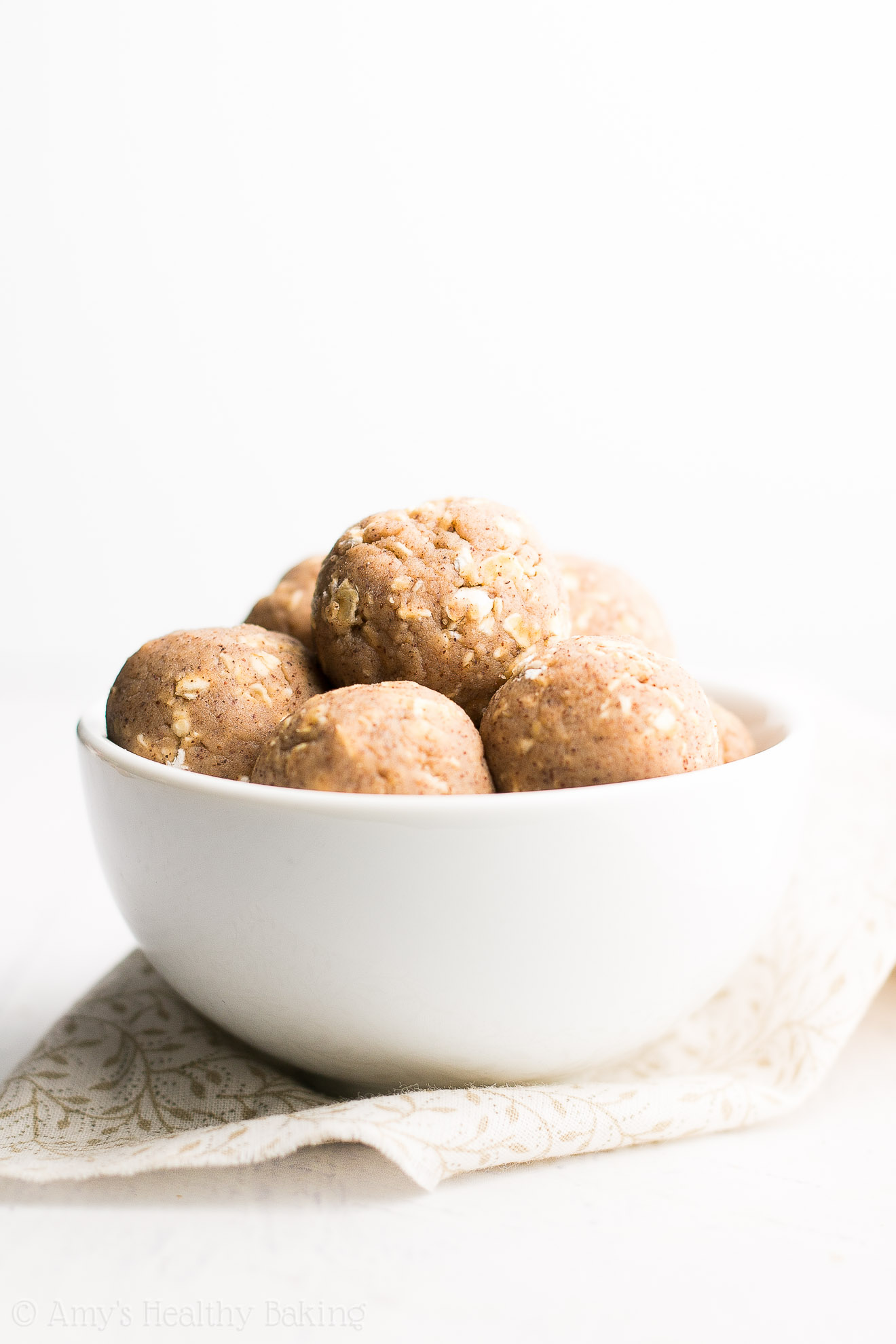 Healthy Snickerdoodle Energy Bites -- 6 ingredients, 20 minutes & 12g+ of protein! I'm obsessed with this easy recipe!