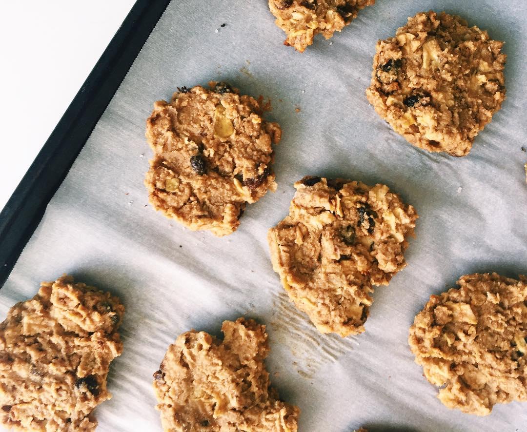 apple pie oatmeal cookies by @hungryhaley