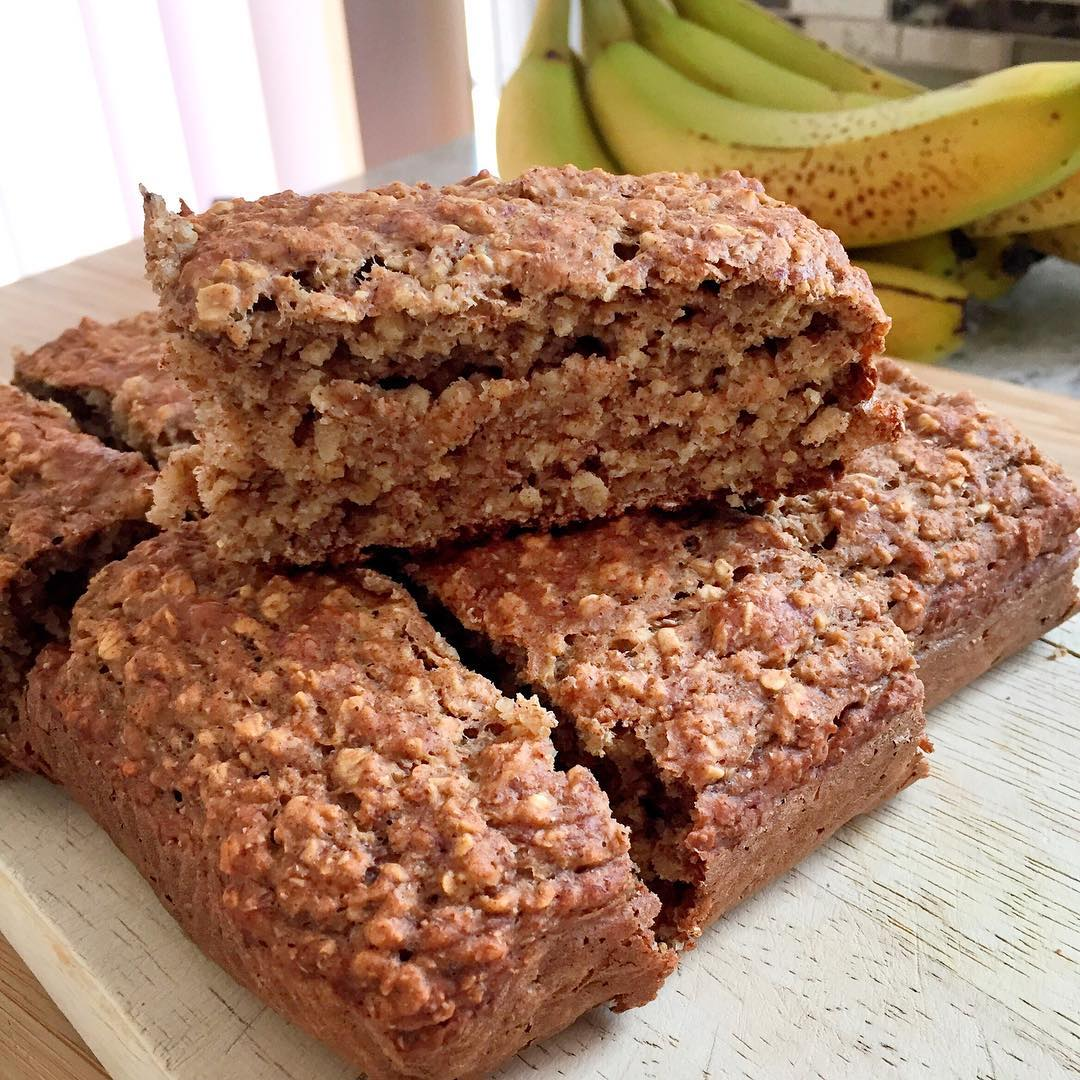healthy banana oatmeal snack cake by @angiethefoodie