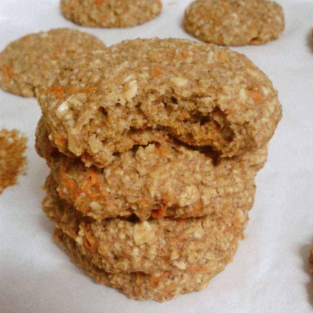 healthy carrot cake oatmeal breakfast cookies by @mydishesandvisits