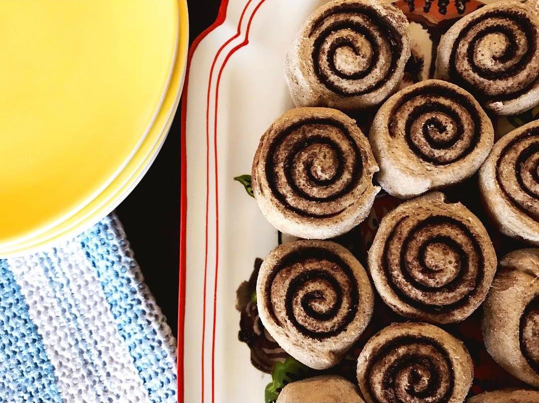 healthy chocolate cinnamon rolls by @ewalk_tiu