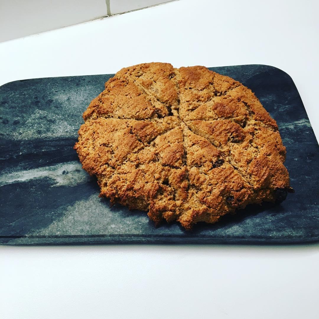 healthy cinnamon raisin scones by @wimsy123