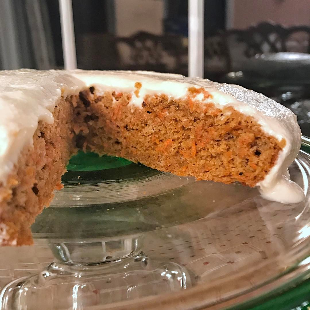 healthy classic carrot cake by @gurltogurl