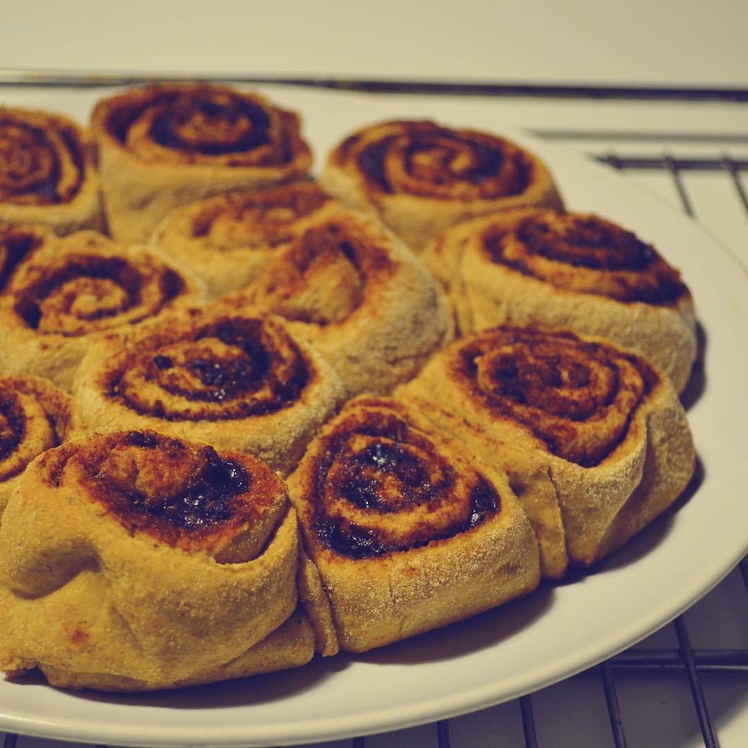 healthy classic cinnamon rolls by @cioccolatoelamponi