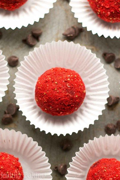 Healthy Dark Chocolate Strawberry Truffles
