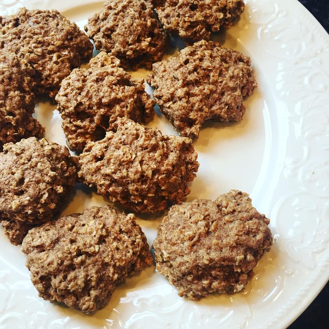 healthy oatmeal raisin breakfast cookies by @ssoreano