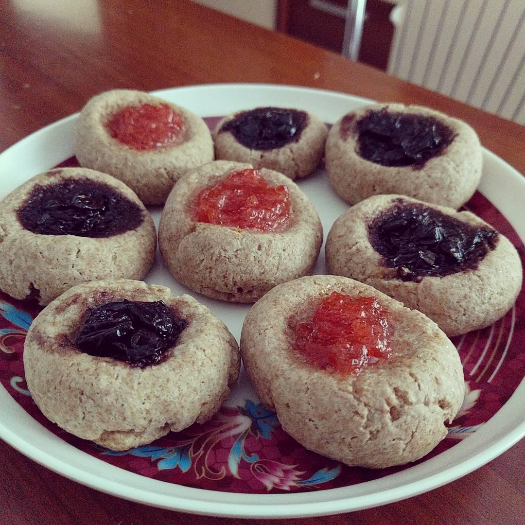 peanut butter & jam thumbprint cookies by @andrada.bear