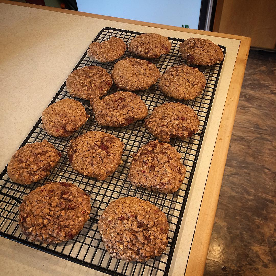 raspberry oatmeal cookies by @all.about.that.change