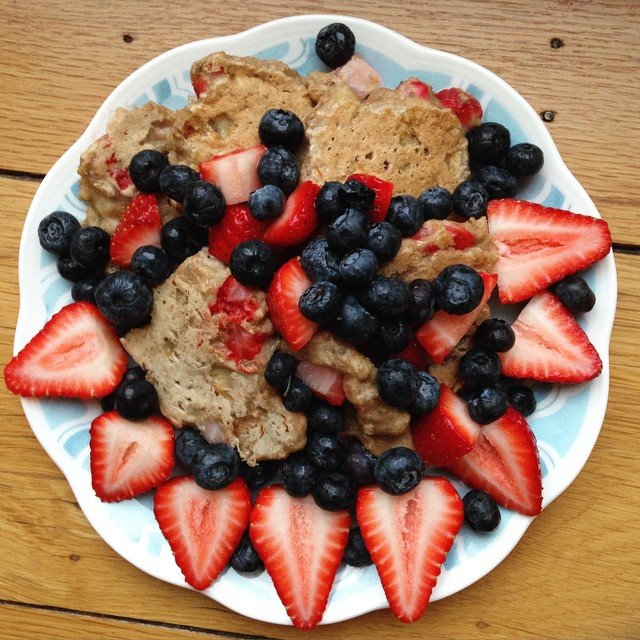strawberry banana chia seed pancakes by @tastysnippets