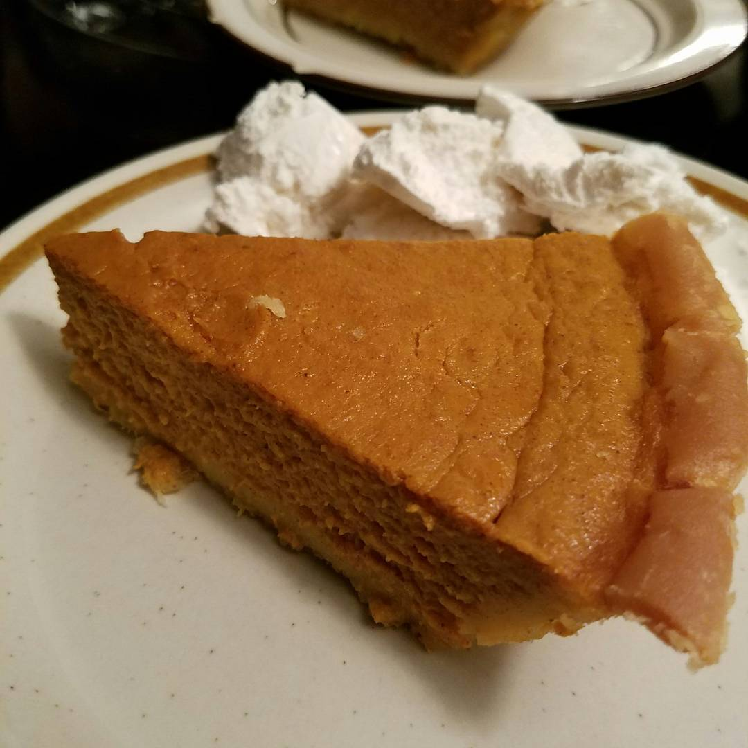 the ultimate healthy pumpkin pie by @mz.cait