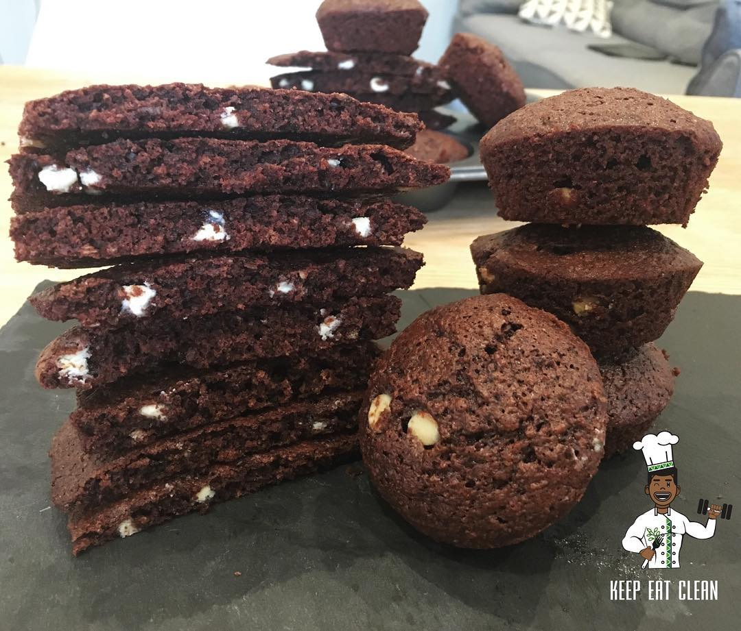 white chocolate red velvet cookies by @keepeatclean