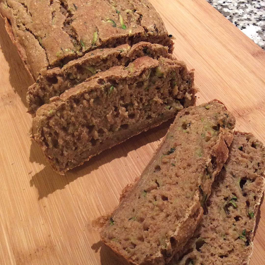 healthy zucchini banana bread by @daria_plantbasedfood