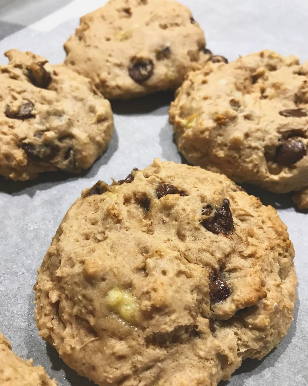 healthy banana chocolate chip cookies by @ems.journey.to.fit