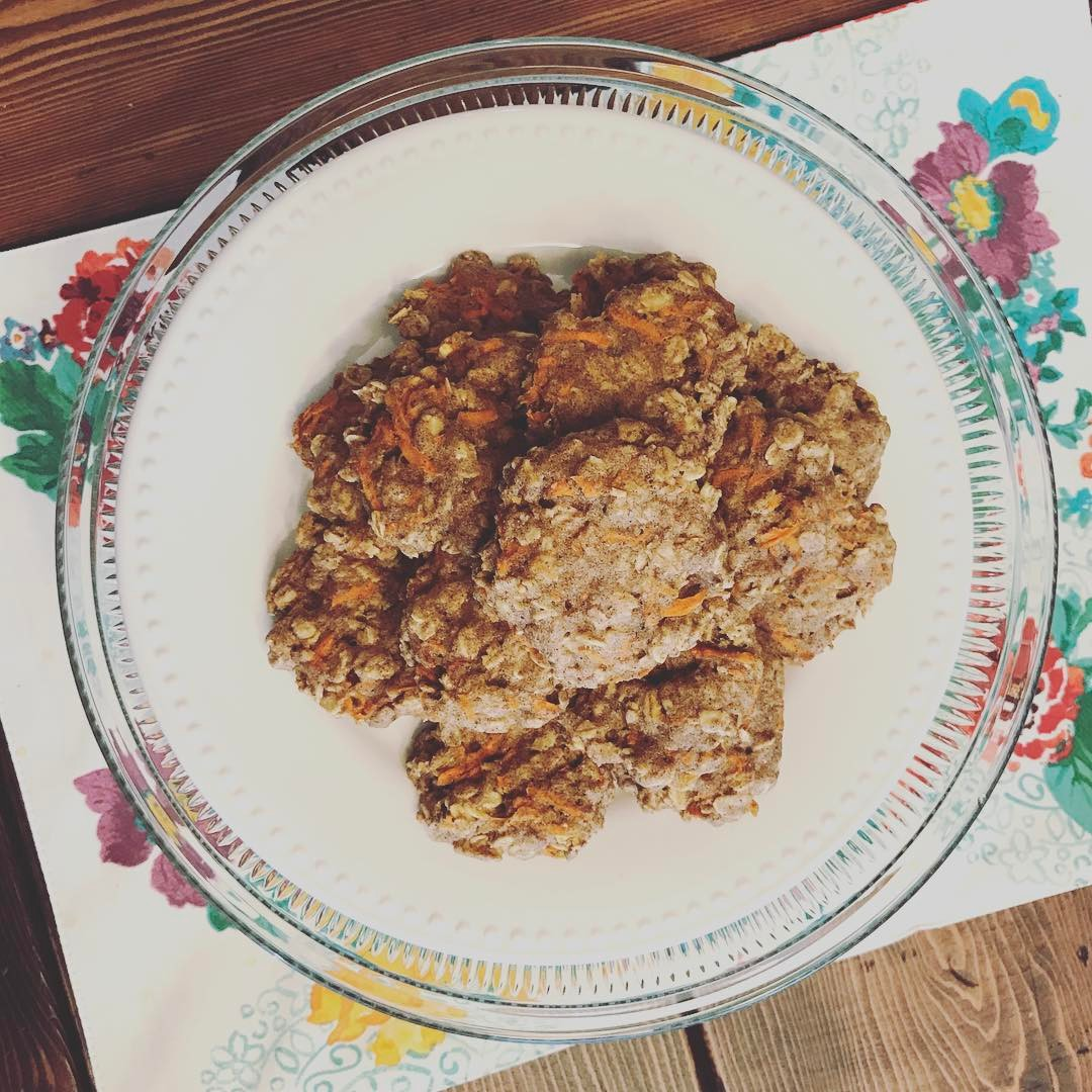 carrot cake oatmeal cookies by @fitgirl_themrsoz