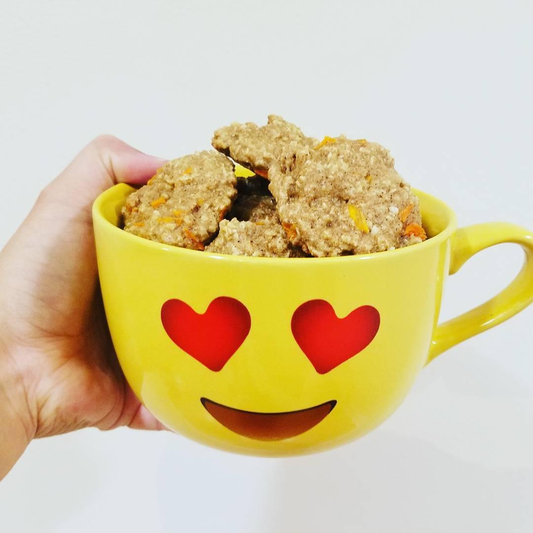 carrot cake oatmeal cookies by @fitgirlsofnola