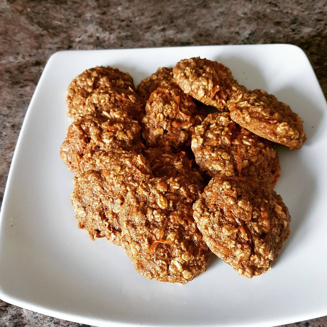 carrot cake oatmeal cookies by @h1ppychick48
