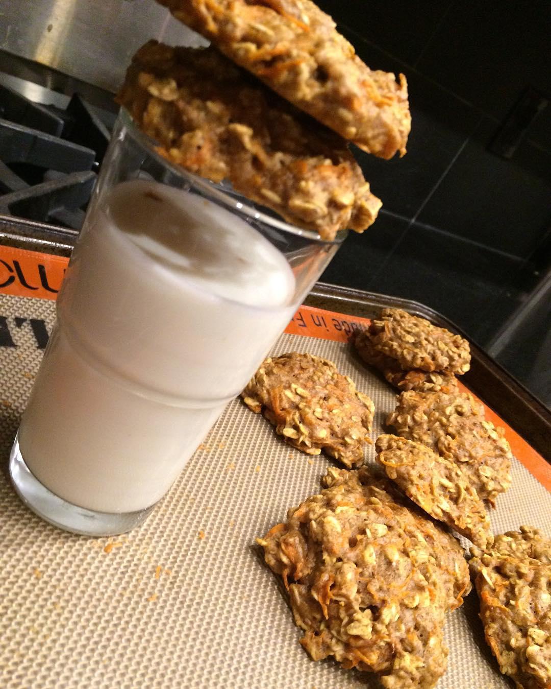 carrot cake oatmeal cookies by @sugarcoatedpriyos